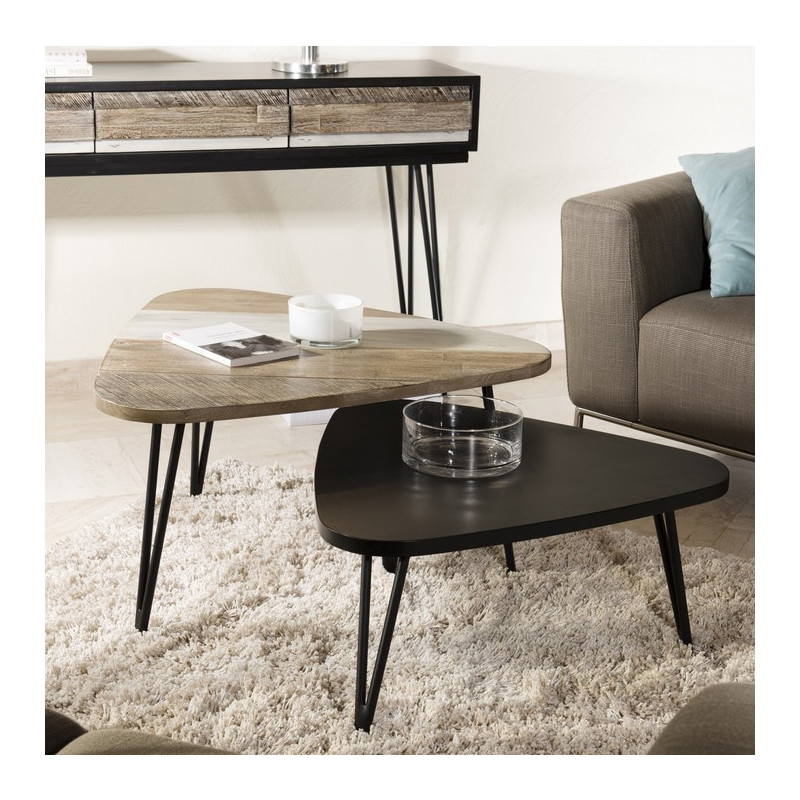 Table basse noire triangulaire bois massif alice so inside for Table a manger triangulaire